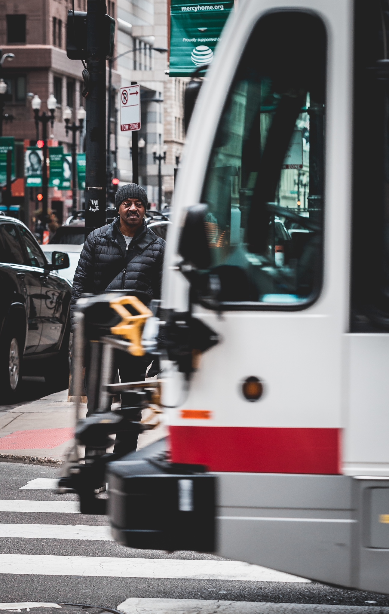 Chi Bus Passing By .JPG