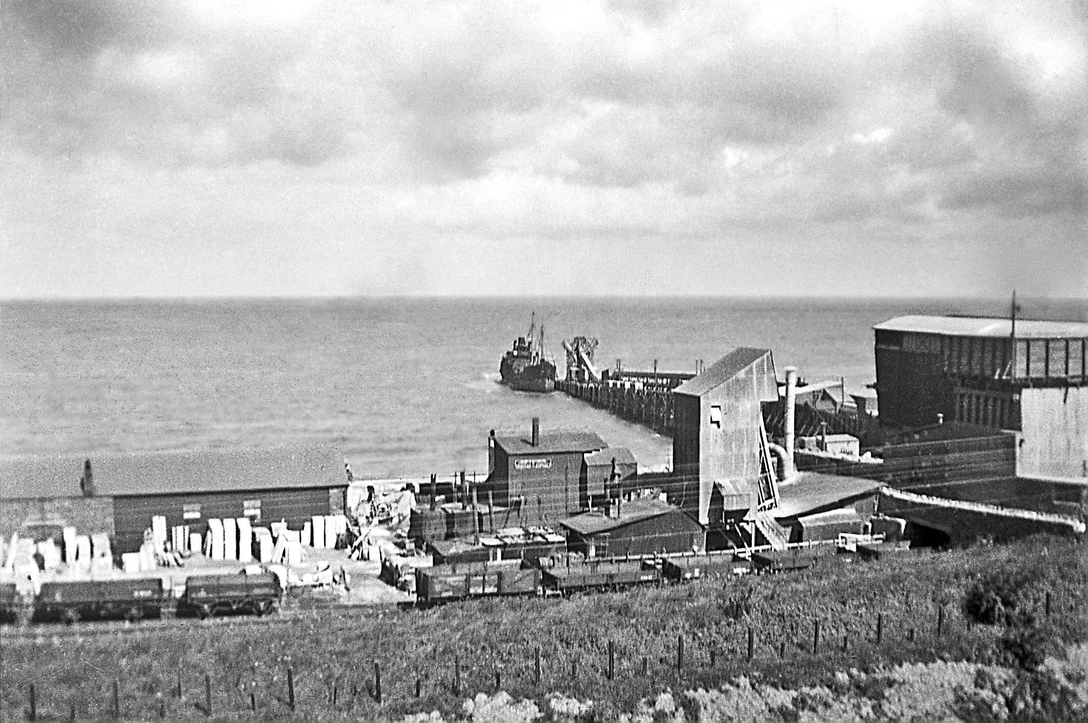 Pen quarry jetty 1941.png