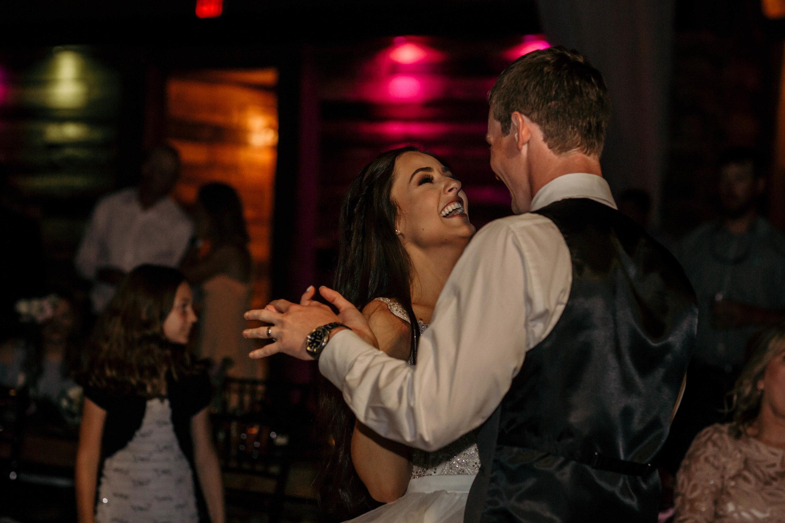 alyssa_taylor_big_sky_barn_wedding-57.jpg