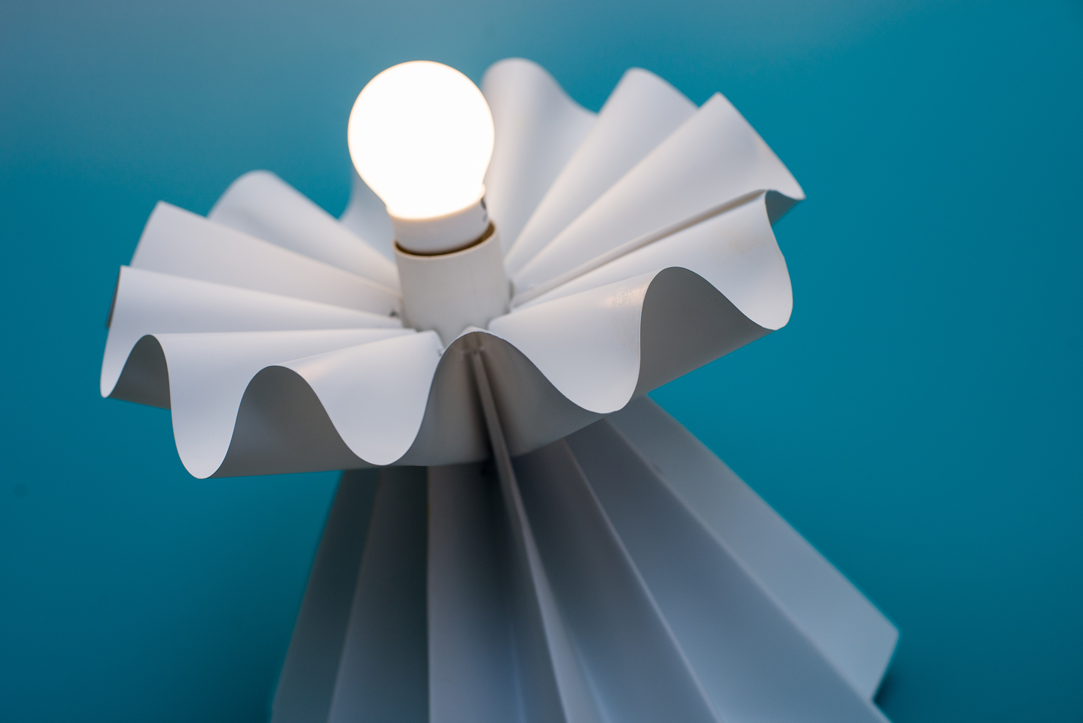 The Hana Wave lamp is inspired by the Japanese lily because of the curvature at the edge of its petals.