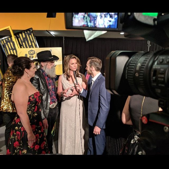 Thanks @lennybur for capturing this moment.. interviewing on the @cmt awards red carpet! @mrsrobertson09 @unclesi_elf