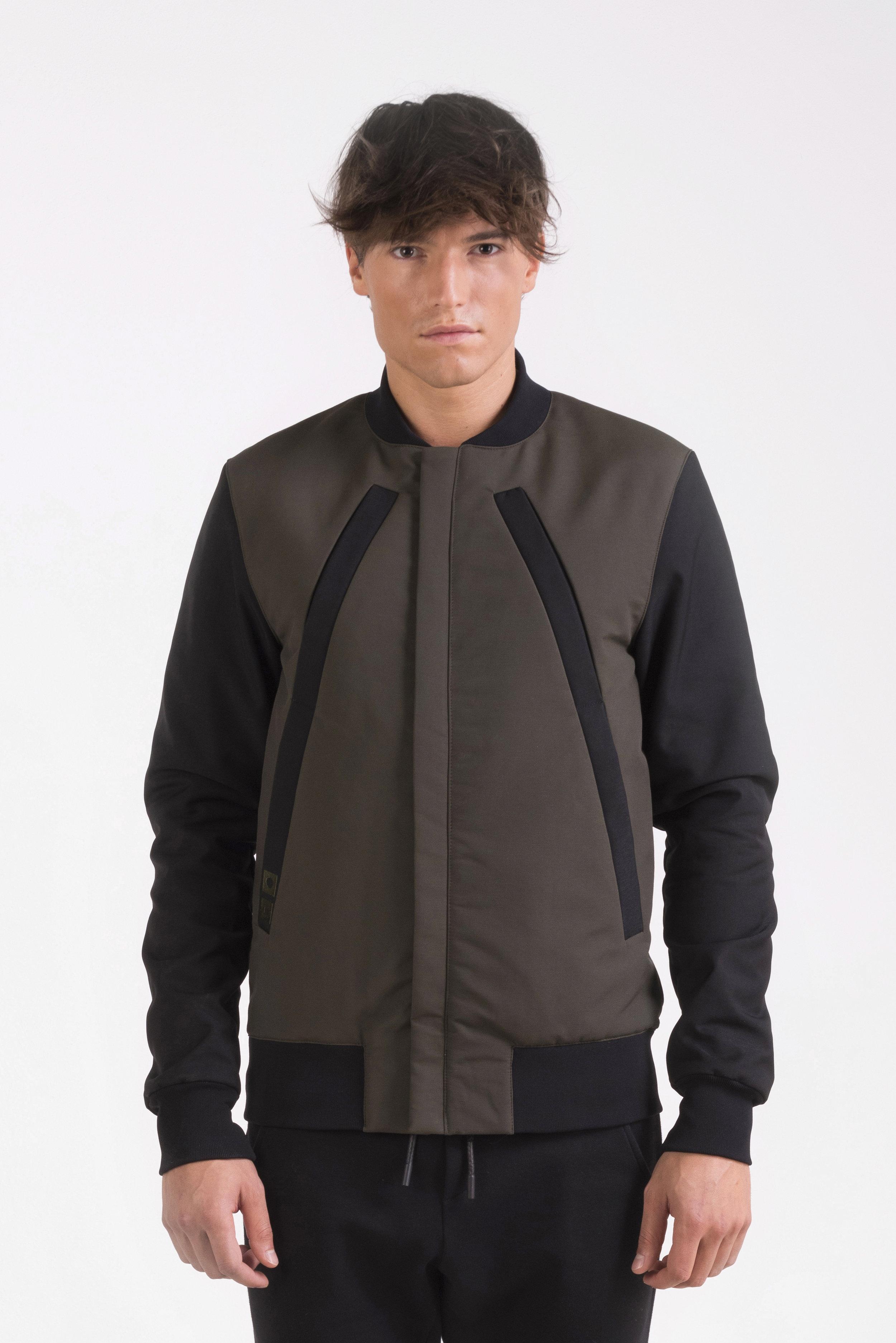oneculture Bomber jacket kaki 2.jpg