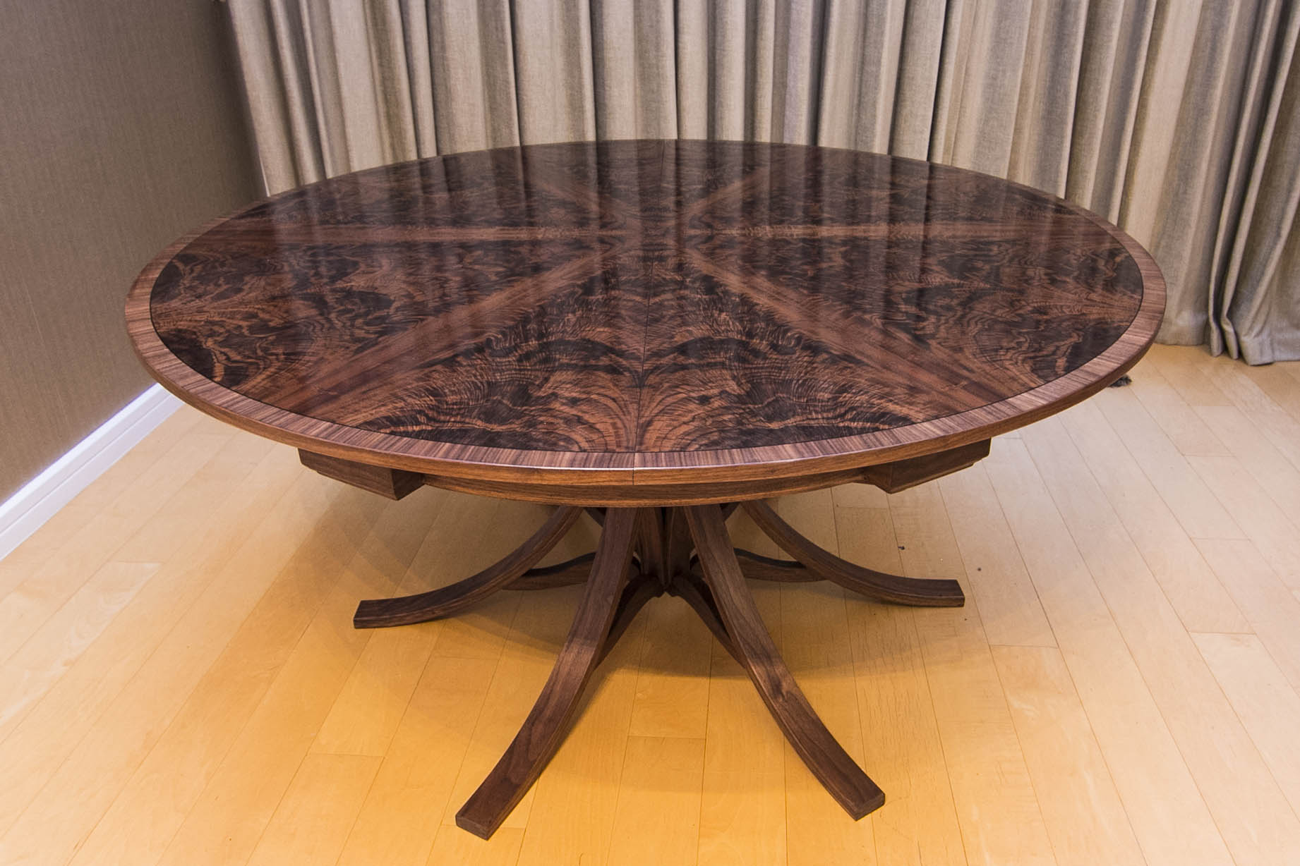 Walnut dining Table_01.jpg