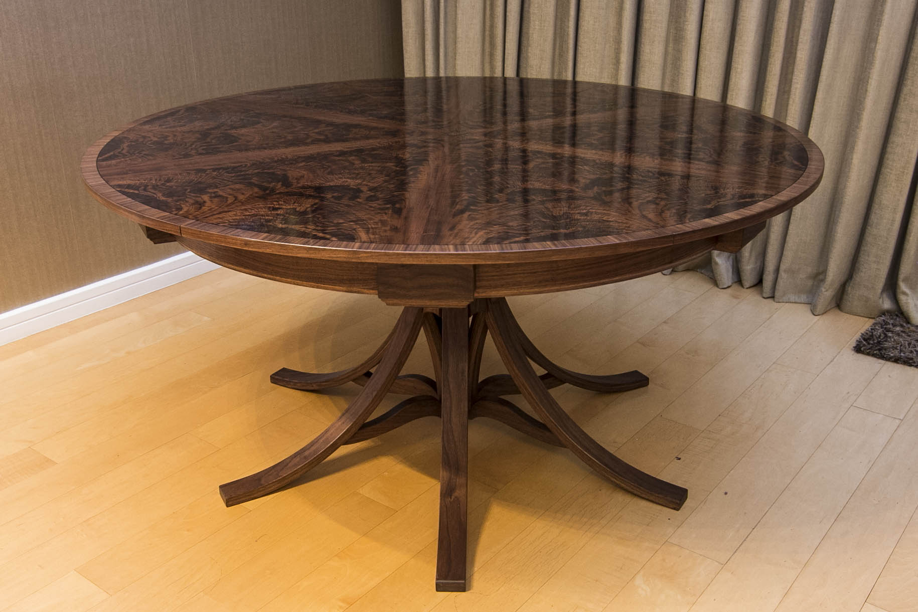 Walnut dining Table_02.jpg