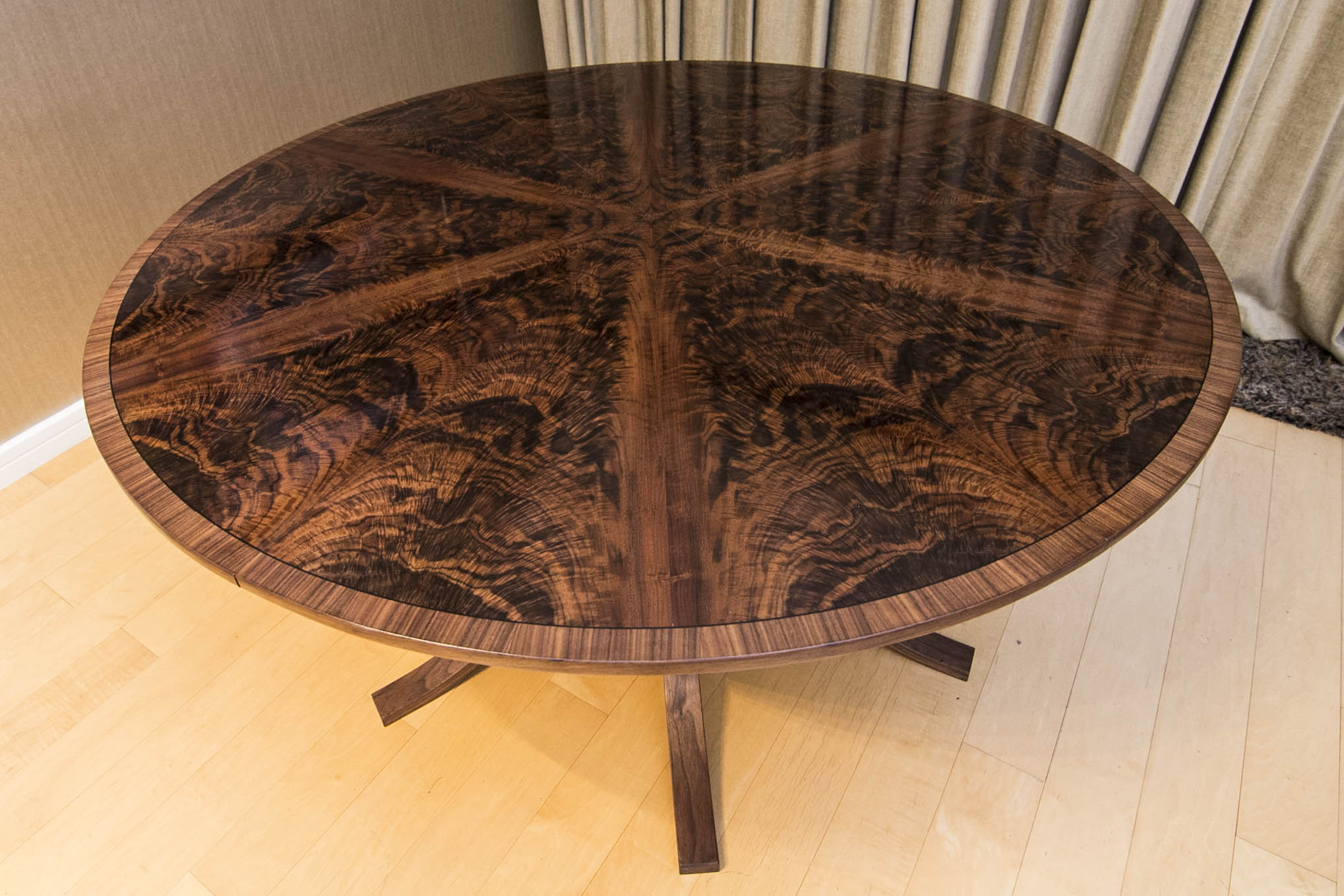 Walnut Dining Table_03.jpg