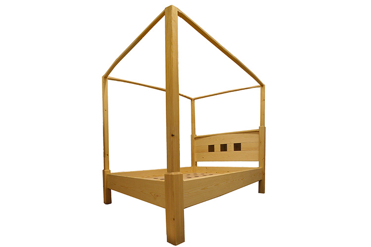 Four Poster Bed in Pine