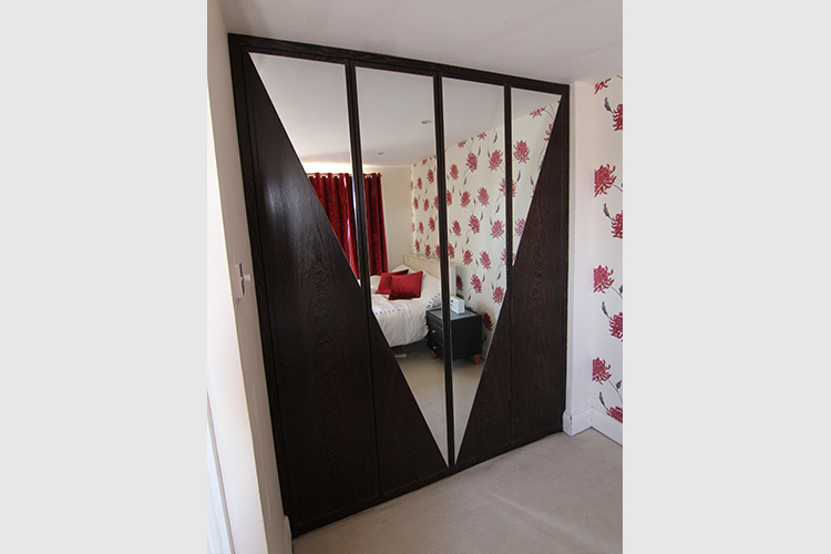 Wardrobe in Wenge and mirror