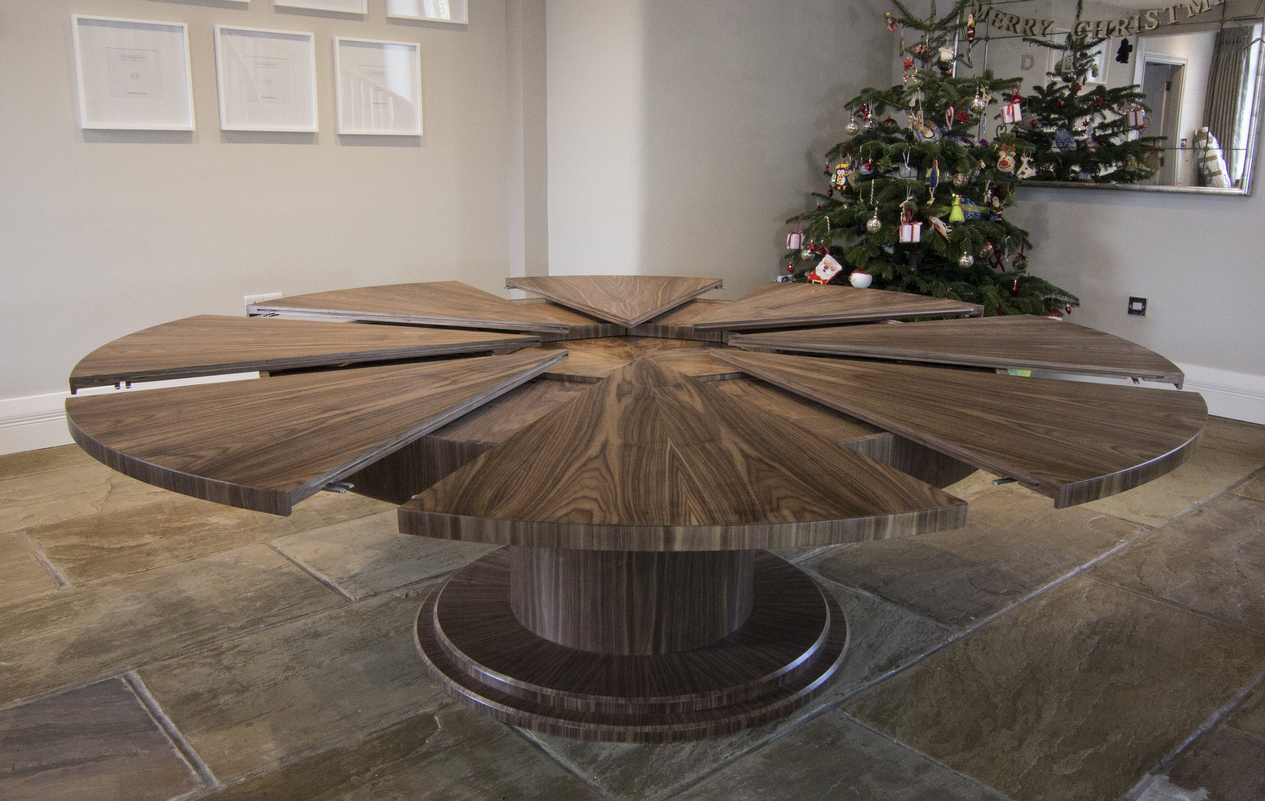 Walnut table 2000 - 2700mm 02.jpg