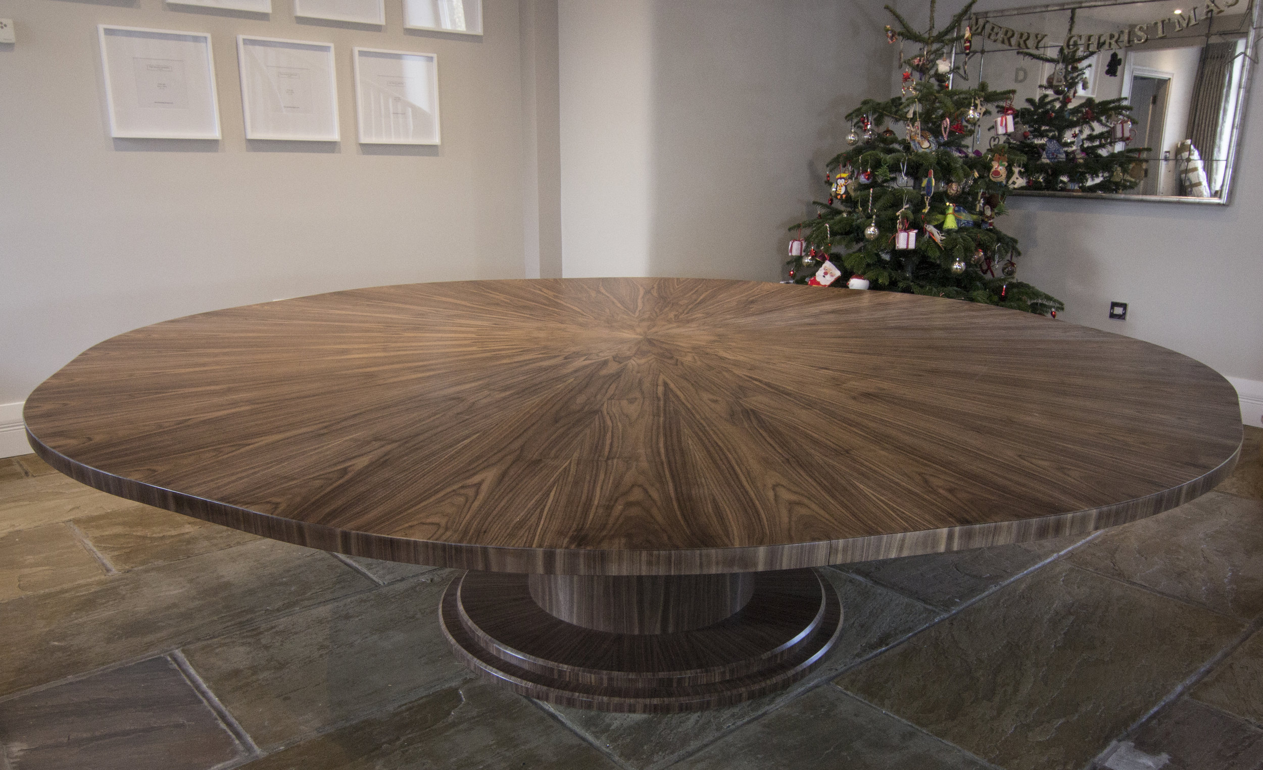 Walnut table 2000 - 2700mm 04.jpg