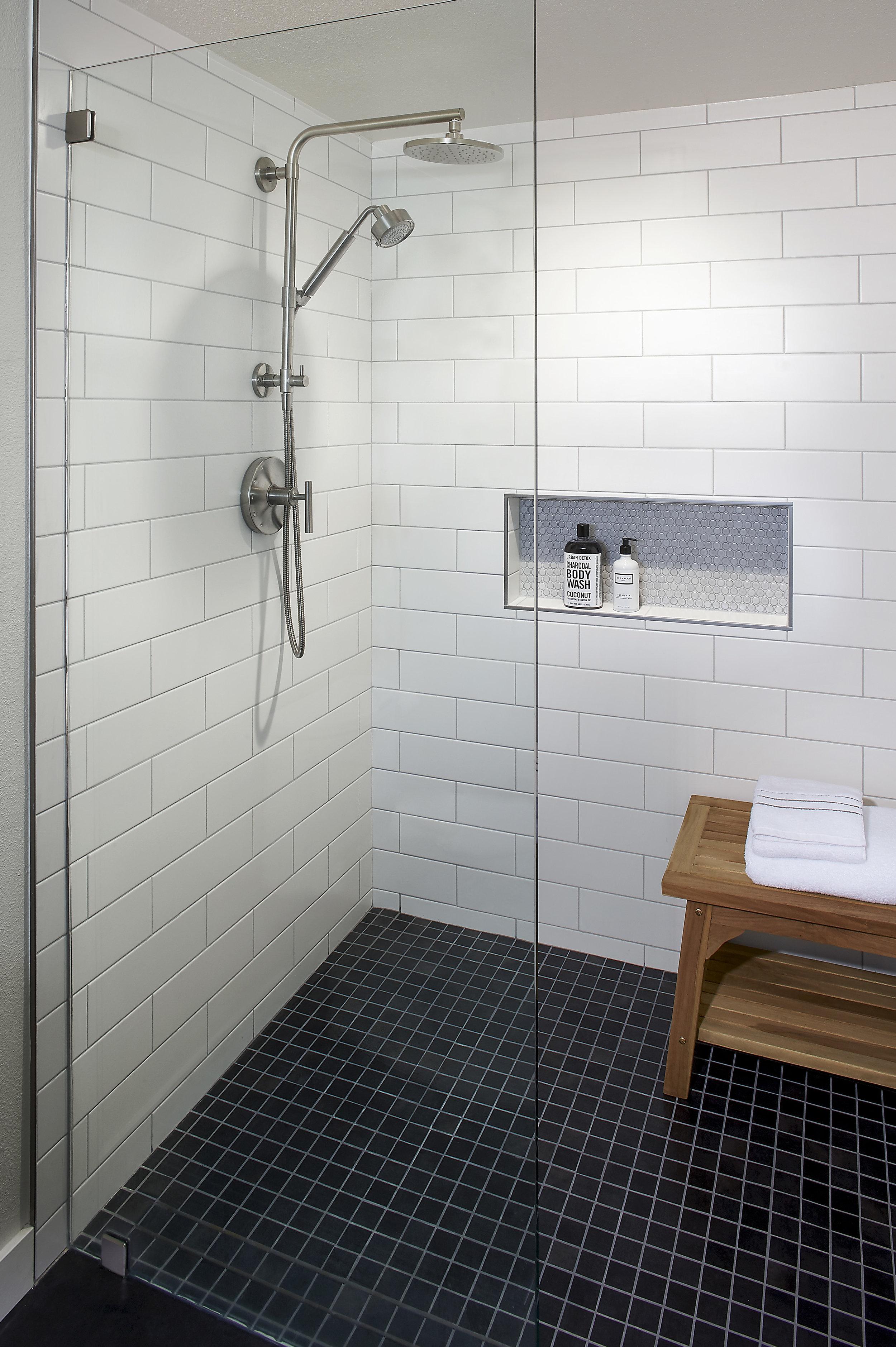 DM_BlueMount Bathroom_3xF.jpg