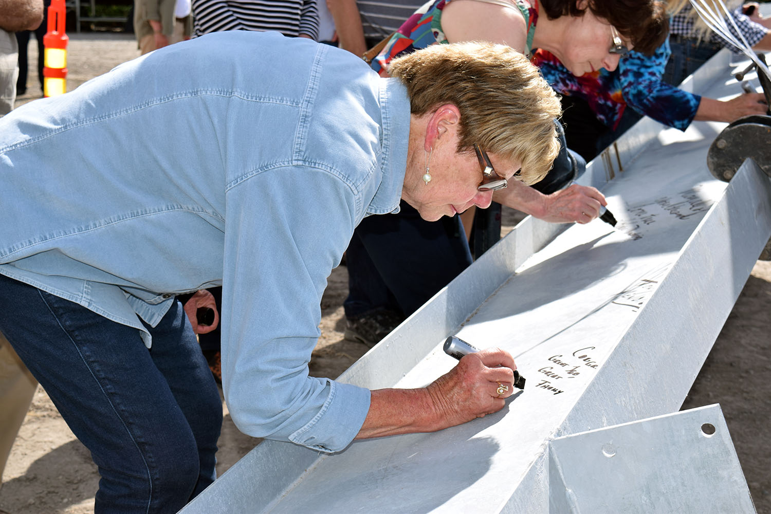 Roche Platinum Club member Suzy Foster signing the beam