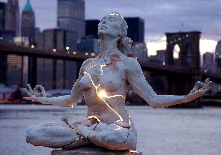 cracked-light-sculpture-new-york.jpg