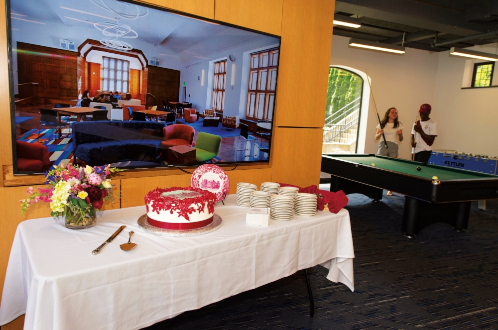 A cake commemorating the old Hargate building was served following the dedication of the Friedman Community Center.