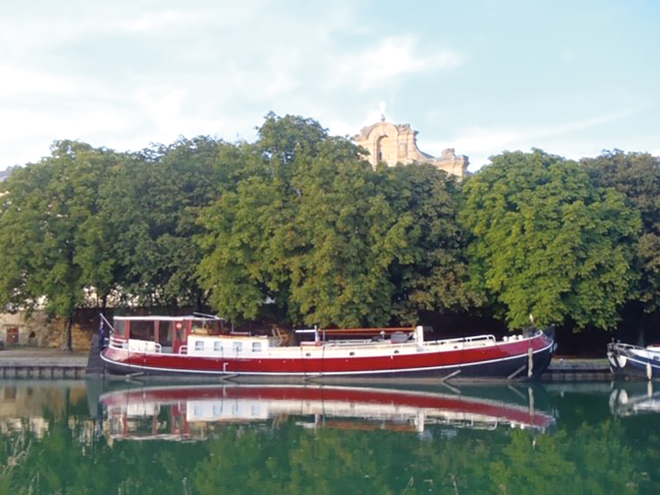 The 102-year-old Dutch barge of Allan MacDougall '67, moored in Roanne, France.