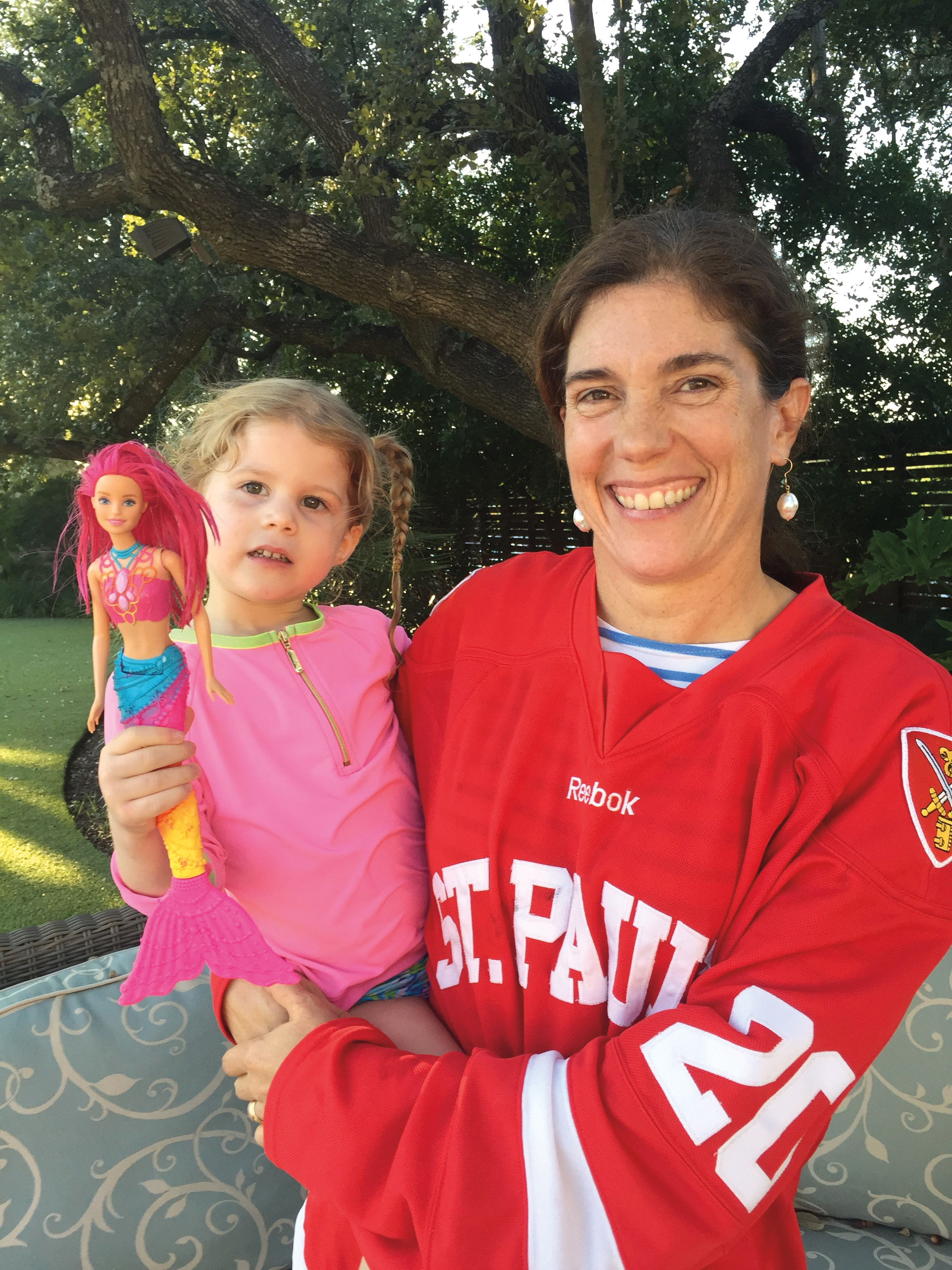 Roxana Richardson '90 showing her SPS hockey pride with her daughter, Lillian.