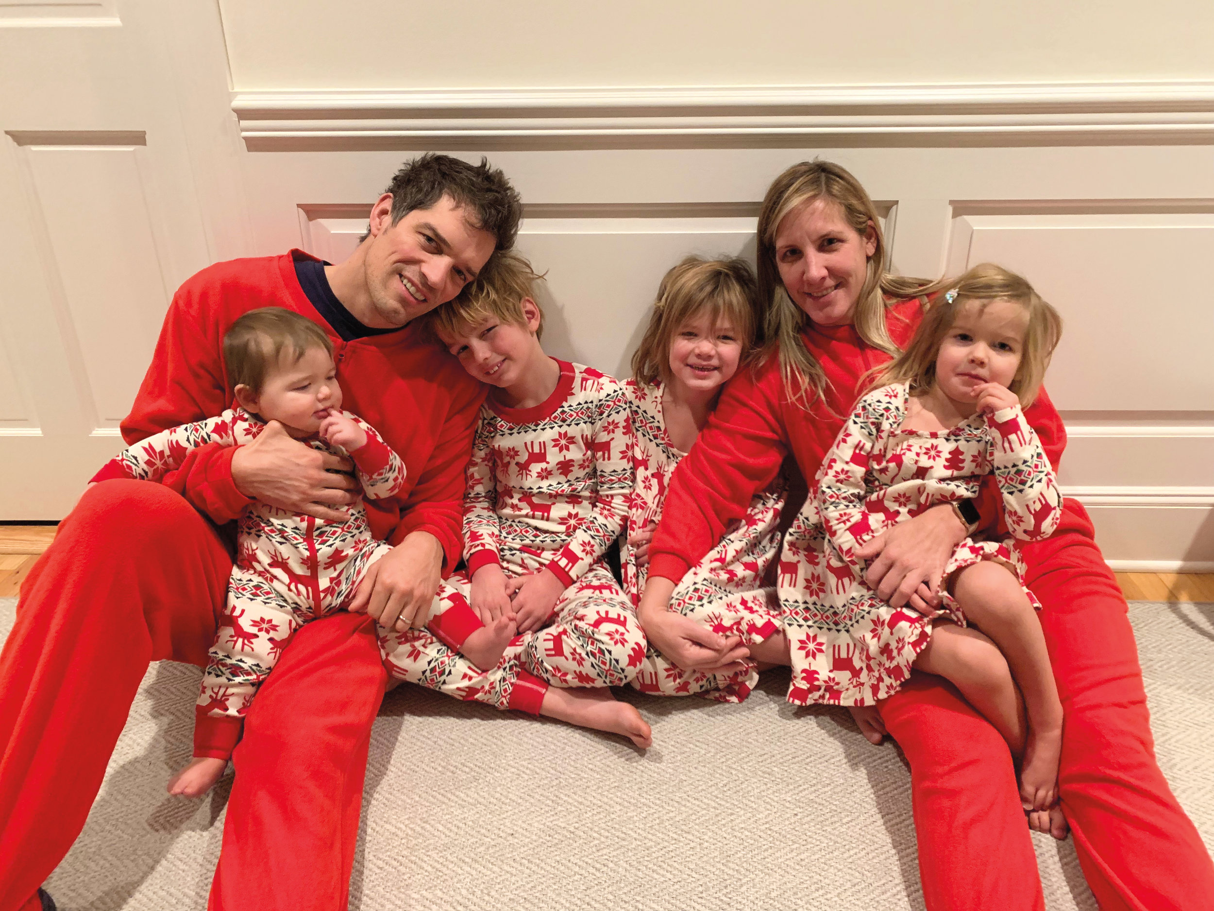 Conner McGee '98 with his wife, Kate, and kids, Jamie (7), Alex (5), Casey (3), and Luke (1).