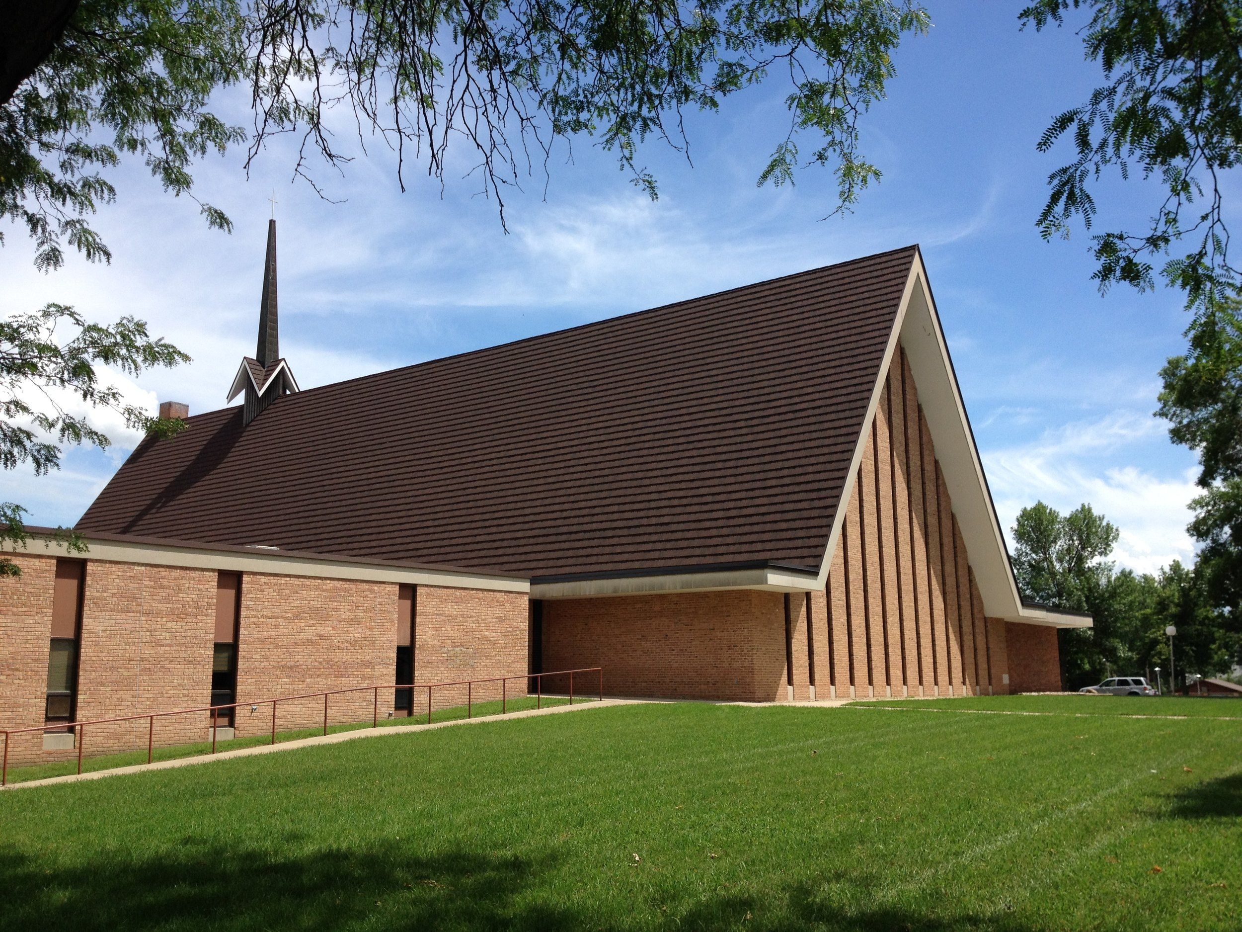 Our spacious mid-century modern sanctuary is the heart of our building at First Presbyterian Church of Sioux Falls, but we have many other rooms available to rent within our walls -wedding venue, anniversary celebration, classroom spaces, and so much more!