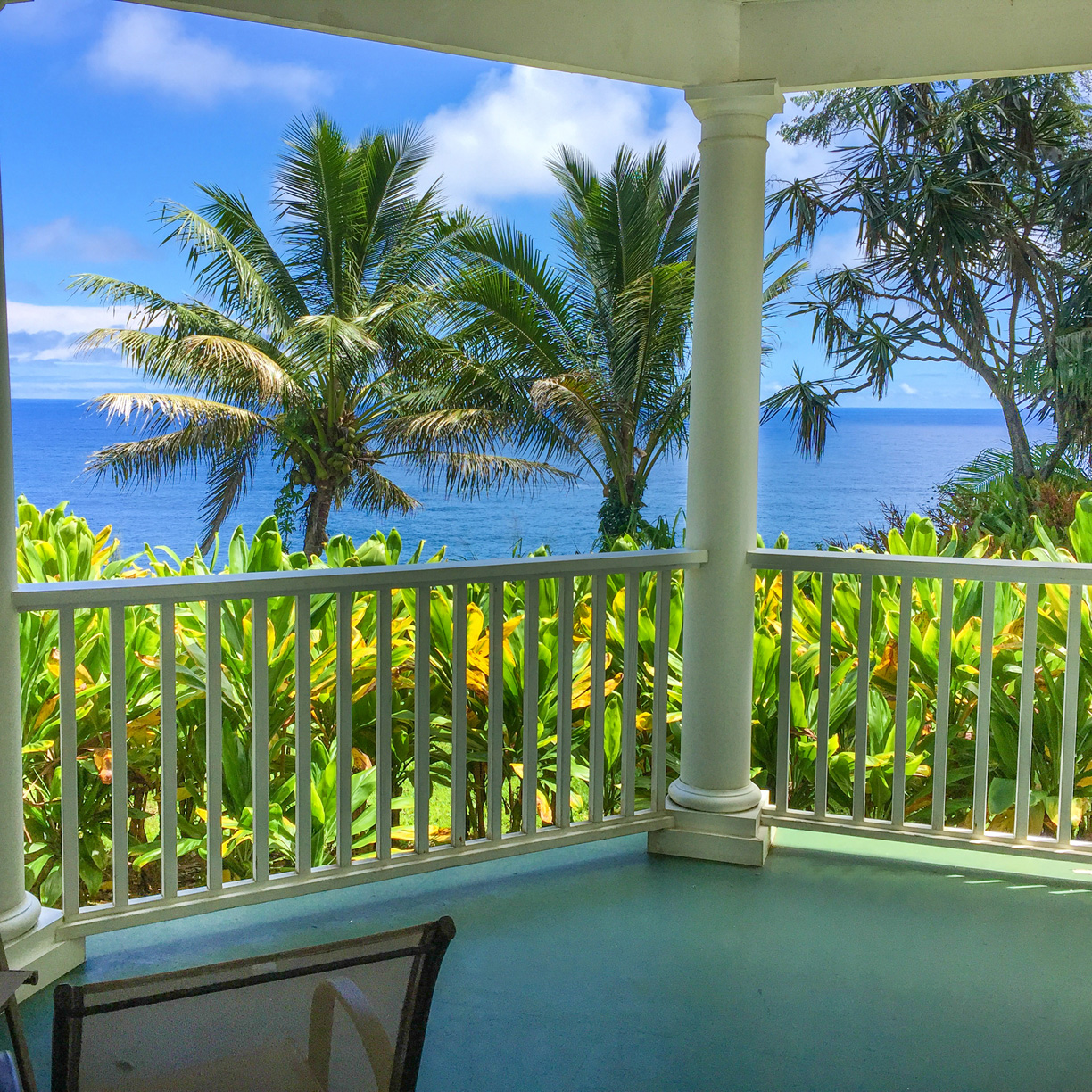 Sit out on your lanai and just relax the days away with an AMAZING ocean view of Pohakumanu Bay.