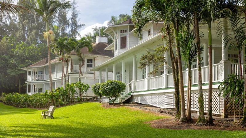 The Palms Cliff House Inn is a secluded getaway north of Hilo, on the opposite side of Hawaii Island from the better-known hotels that dot the Kohala Coast.