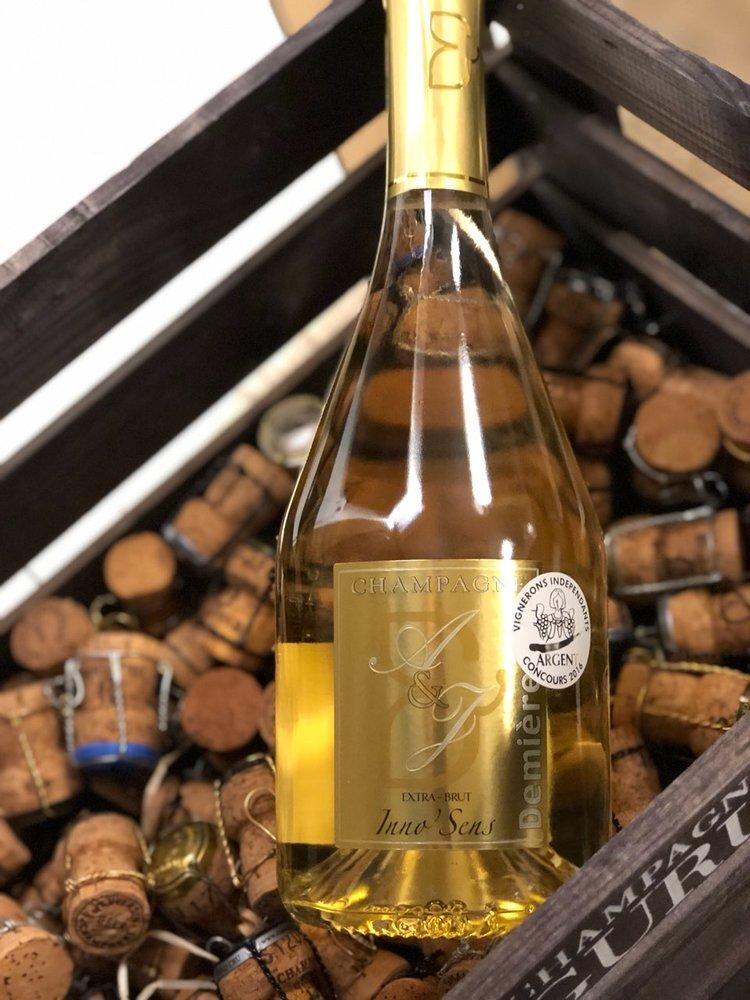INNO´SENS CUVÉE EXTRA BRUT - Drue: 33% Pinot Meunier - 33% Pinot Noir - 33% ChardonnayTerroir: Fleury la Riviére (alder på vinstokke 35 år)Blanding: 66% årgang 2013 - 33% ReservéVinificering: ståltanke, ingen malolaktisk gæringLagring: 3 års lagring på flaske (bærmen)Dossage: 5 g/LFlaske: leveres i 0,75L