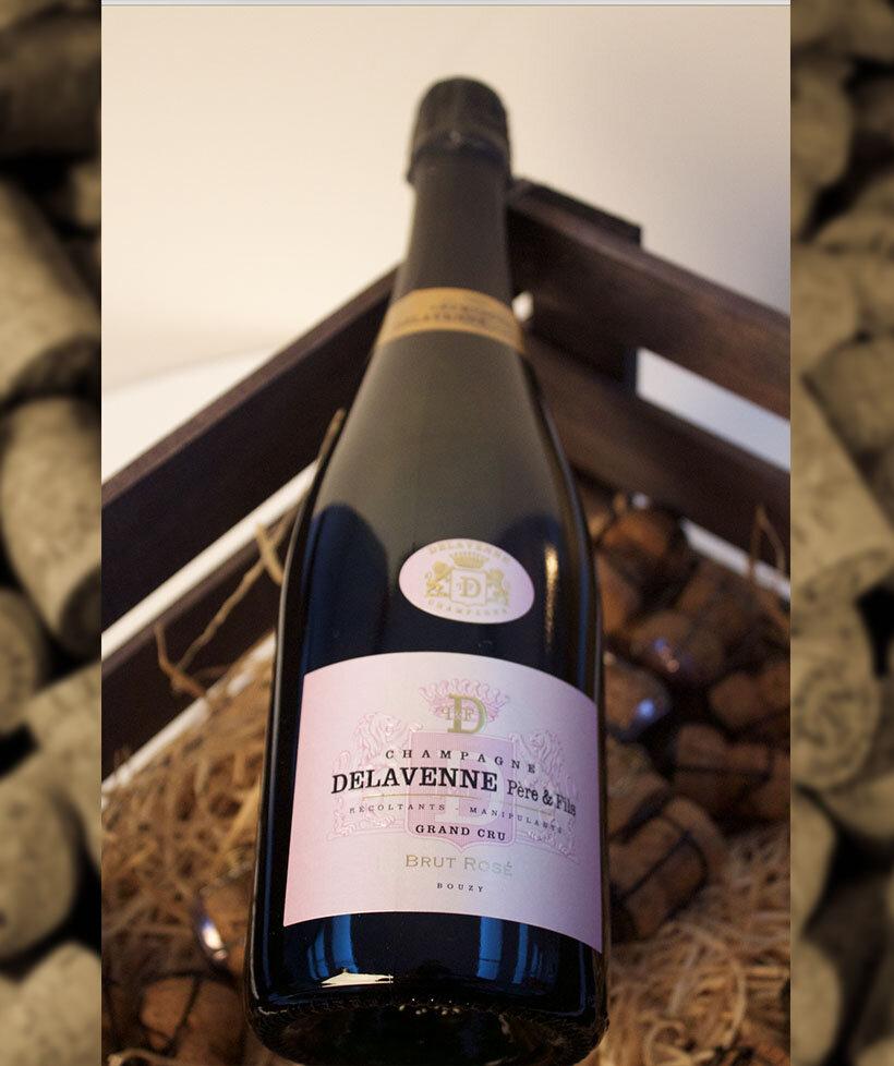 Brut Rosé Grand Cru - Drue: 40% Chardonnay - 43% Pinot noir - 17% Bouzy Rougeerroir: Bouzy Grand cruBlanding: 80% 2012 - 20% ReservéVinificering: ståltanke, ingen malolaktisk gæringLaring: minimum 3 års lagring på flaske (bærmen)Dossage: 9 g/LFlaske: leveres i 0,75L