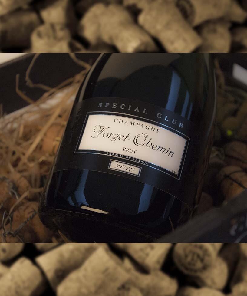 SPECIAL CLUB VINTAGE 2010 - Drue: 54% Chardonnay - 46% Pinot MeunierTerroir: Ludes - Verzenay - Mailly - TaissyBlanding: 2010Vinificering: Ståltanke - malolaktisk gæringLaring: minimum 4 års lagring på flaske (På bærmen)Dossage: 8 g/LFlaske: leveres i 0,75L & Magnum 1,5L