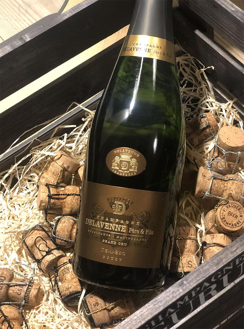 Demi-Sec Grand Cru - Drue: 60% Pinot Noir - 40% ChardonnayTerroir: Bouzy Grand cruBlanding: årgang 2013 & 2014Vinificering: ståltanke, ingen malolaktisk gæringLagring: ca. 4 års lagring på flaske (bærmen)Dossage: 32 g/LFlaske: leveres i 0,75L