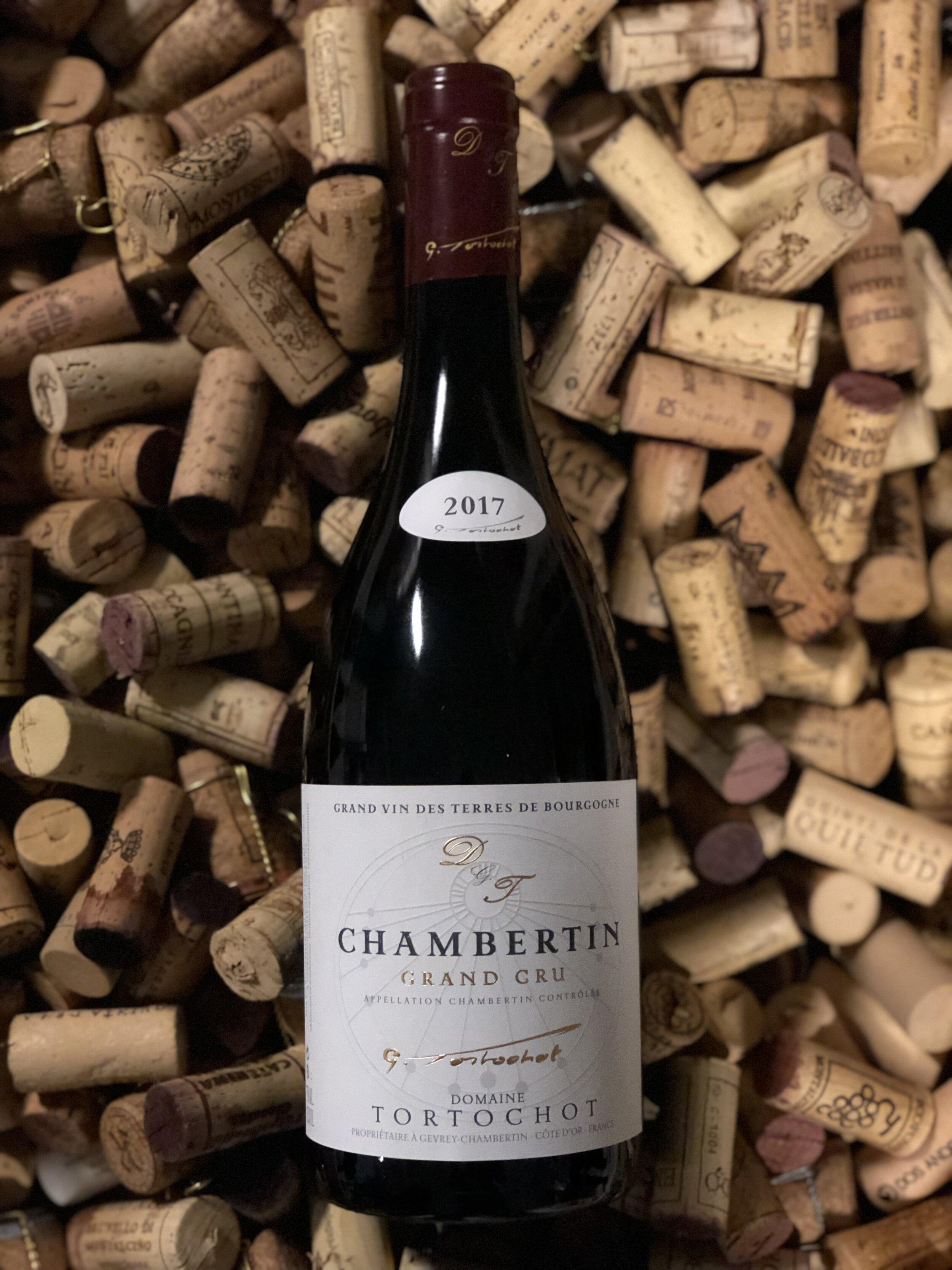 Chambertin Grand cru 2017 - Drue: Pinot NoirKlassifikation: Apppellation Grand crusTerroir: Gevrey-Chambertin (enkelmark) ler og kalkstenVinstokke 45-55 år gamle stokkeLagring: min. 15 mån. lagring på egetræsfade (80-100% nye)Flaske: leveres i 0,75L