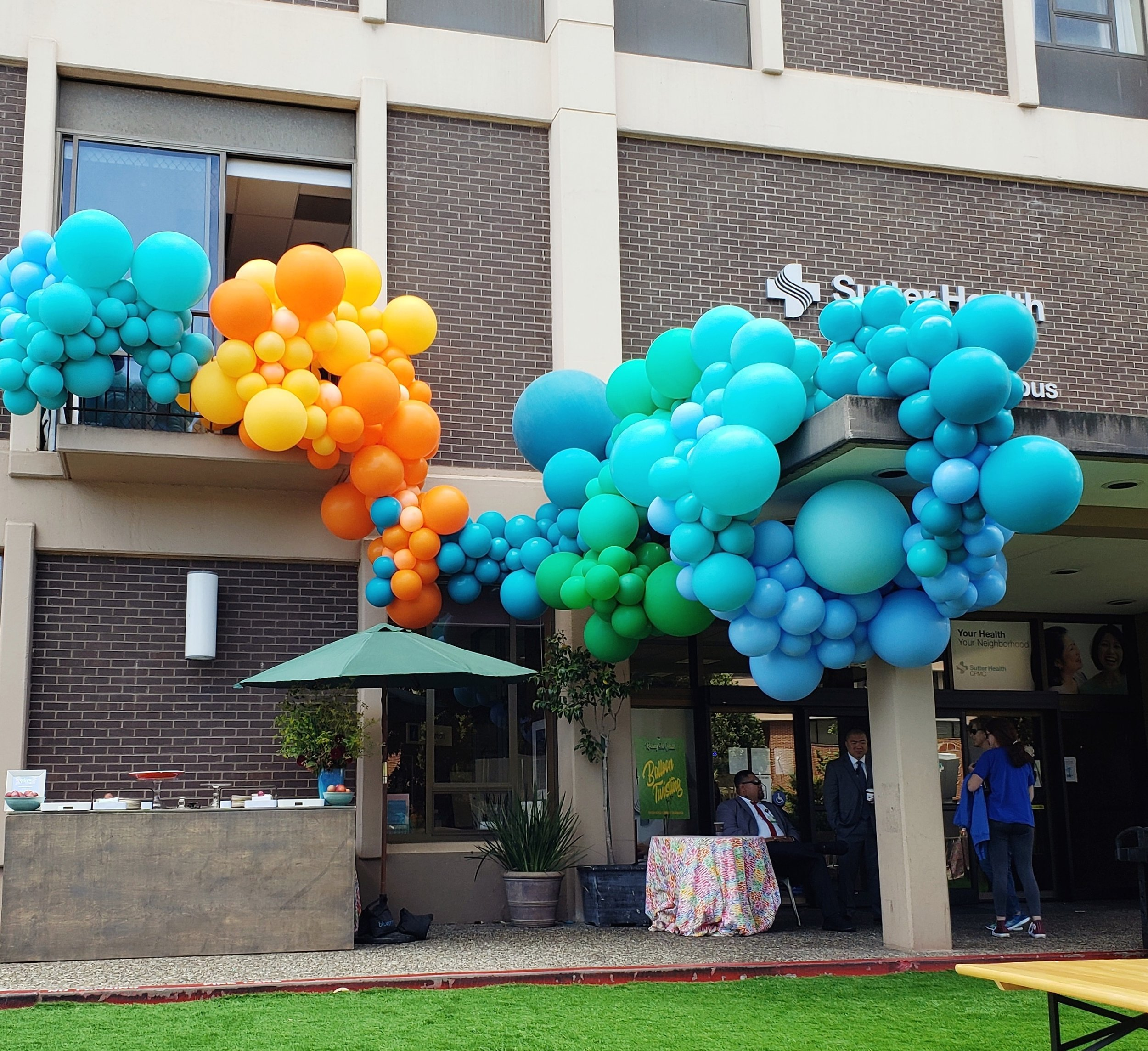 Sutter Hospital Balloon Installation San Francisco - Zim Balloons.jpg