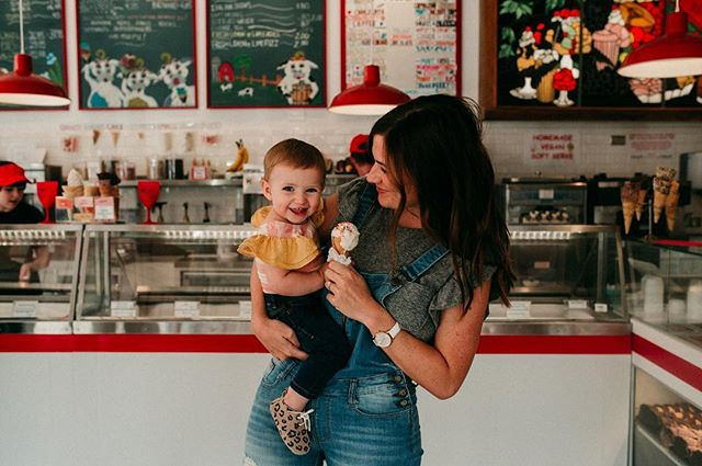 Mamas, give yourselves a break tonight and do ice cream for dinner. I promise, you won't regret it! 😜 📸: @gentleroseportraiture