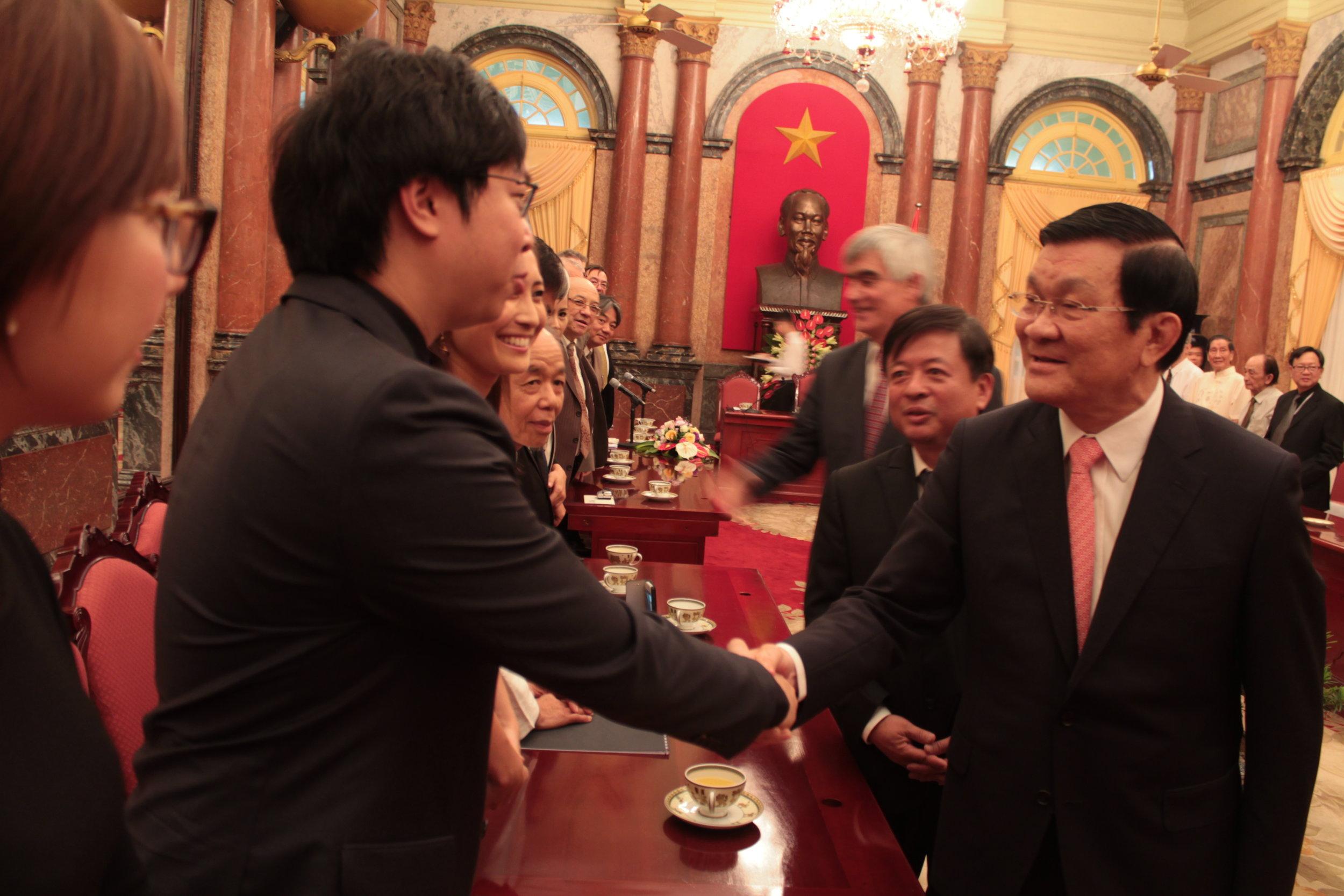 Kah Chun Wong Meets Pres of Vietnam.jpg