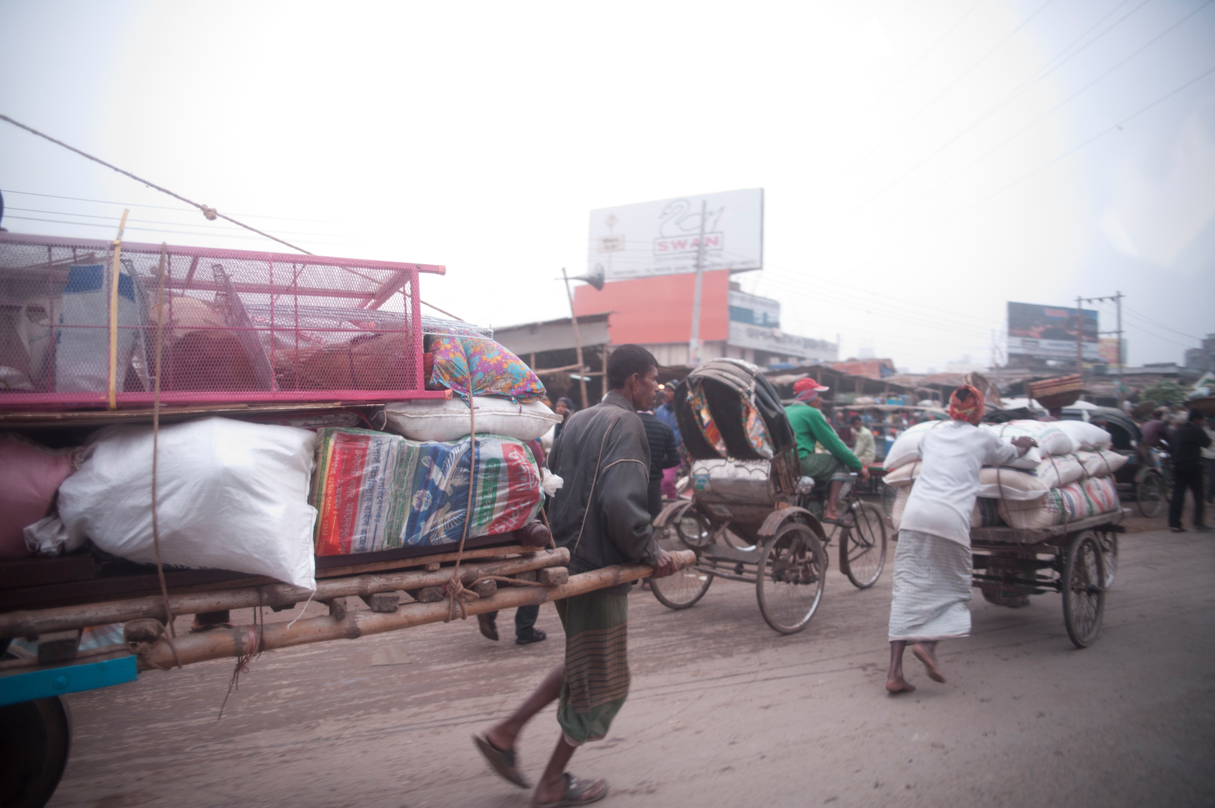 Taking goods to market in Dhaka. Photo by Shinobu Suzuki.