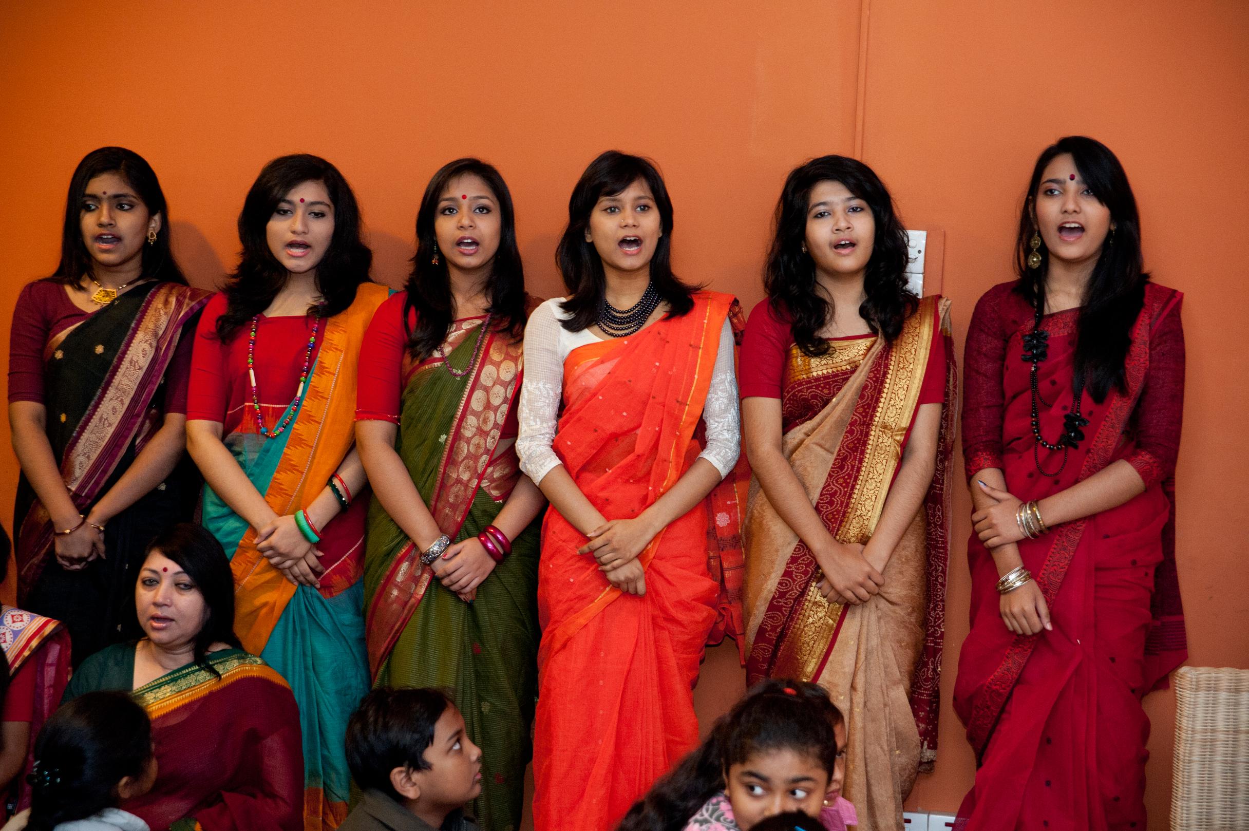 Students of Shurer Dhara performed for us. Photo by Shinobu Suzuki.