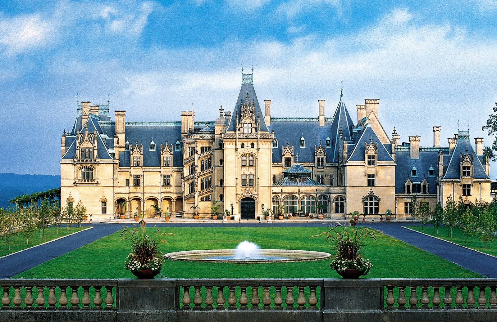 Biltmore House - Welcome to America's Largest Home®Delight in our spectacular Chihuly at Biltmore exhibition, outdoor concerts, wine tastings at America's most visited winery, and the opportunity to explore our 8,000-acre backyard via kayak, Segway, horseback, bike, Land Rover, and more.
