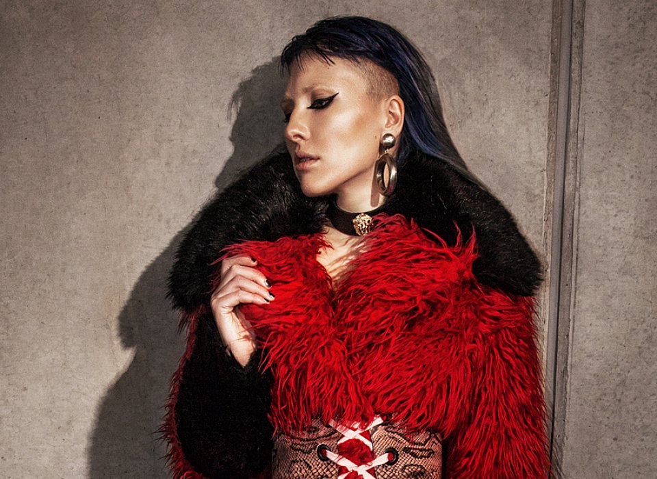 Red_jacket_lady.jpg