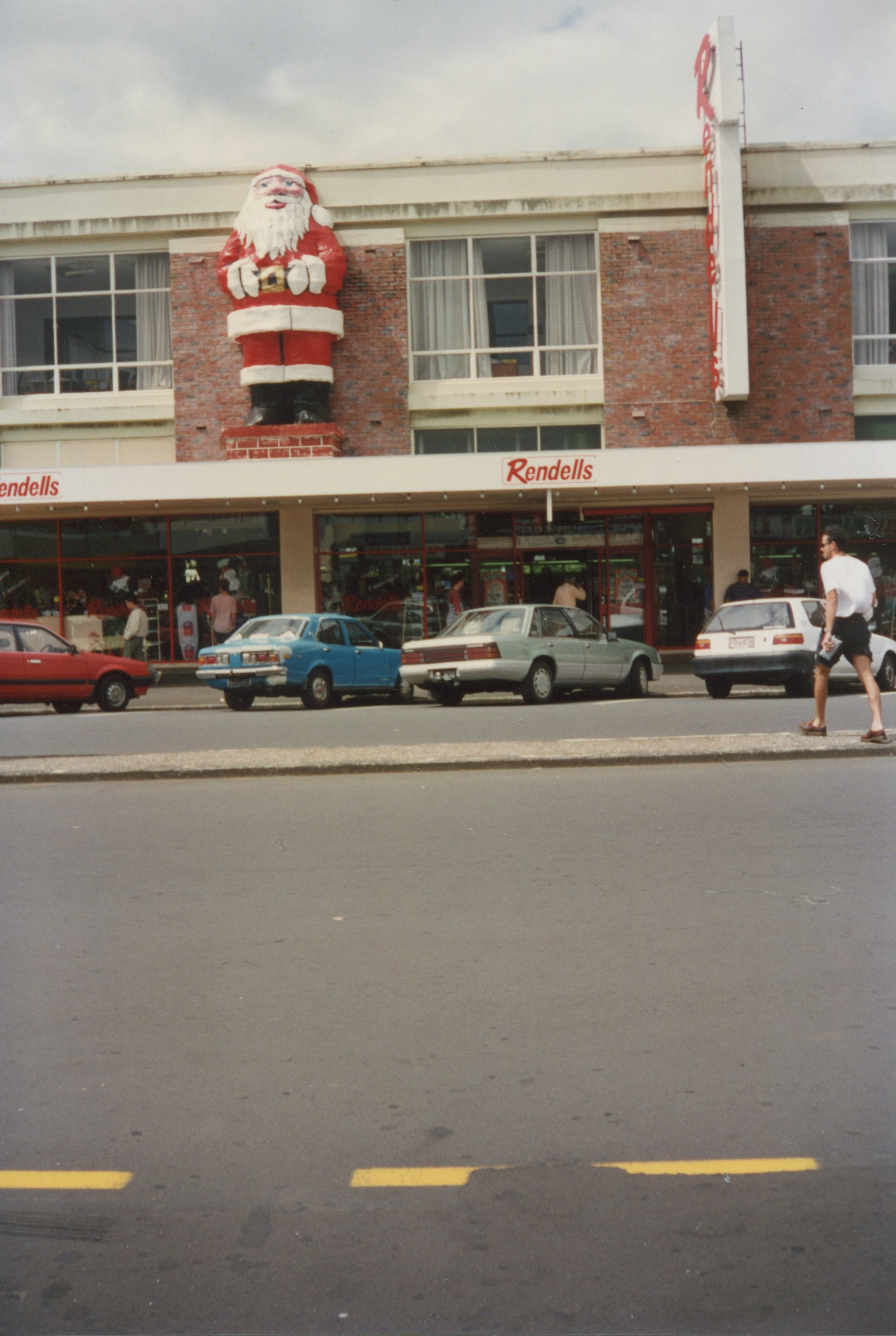 The town getting prepared for the Christmas Parade. Image credit: Panmure Business Assoication. 1994.