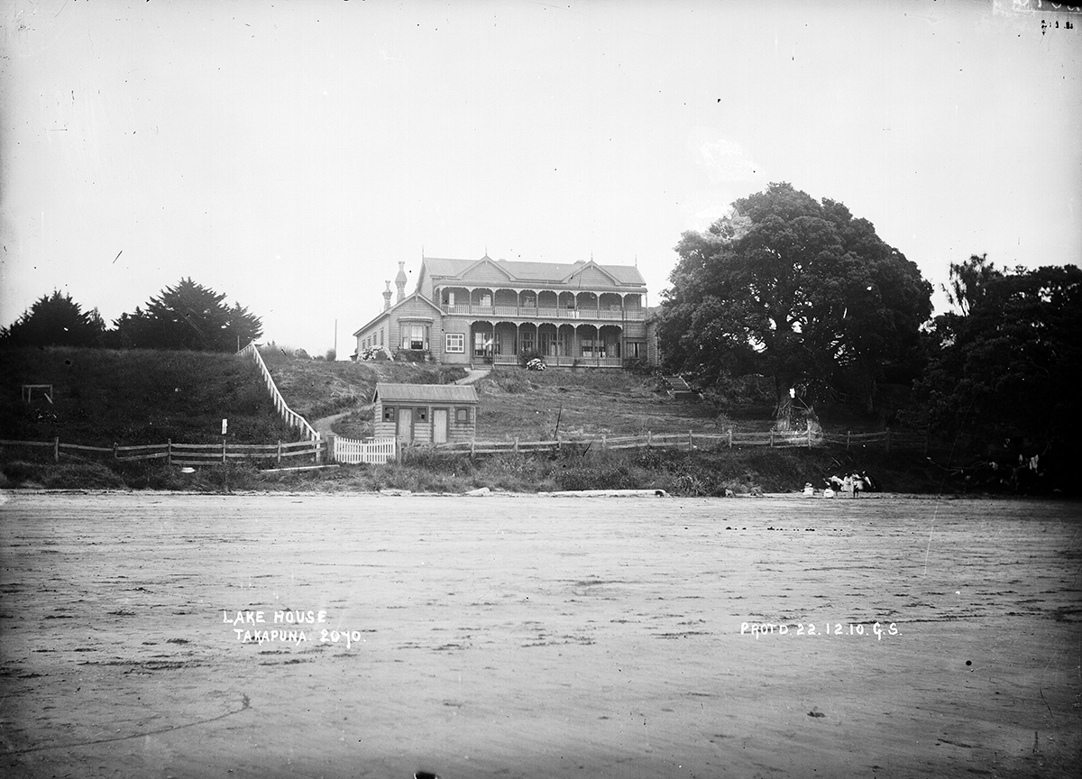 Lakehouse on old site on Takapuna Beach. Image credit: Colleen Pugh, Lakehouse. Date unknown.