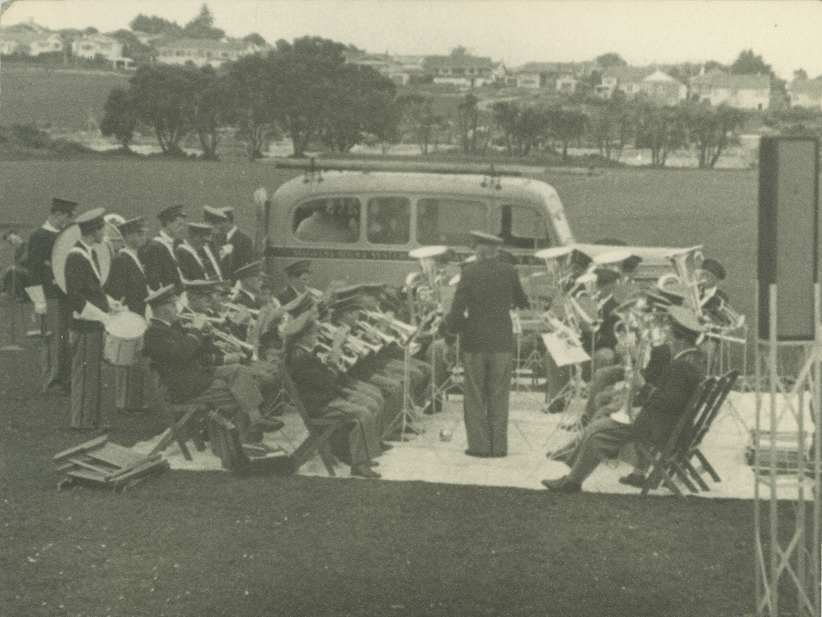 Takapuna Municipal Band at Shelly Beach Reserve. Image credit: Allen Hookway. 1955.