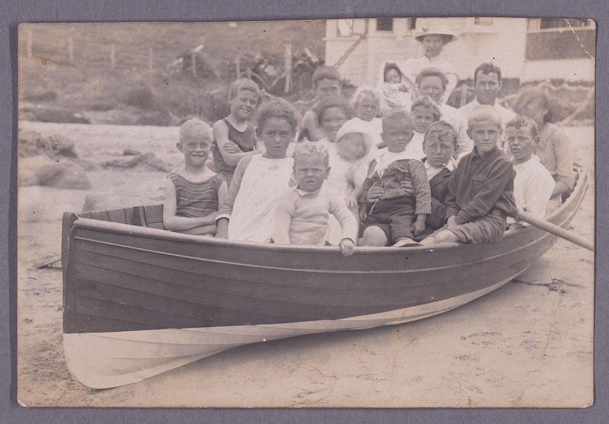 Children at Takapuna Beach. Image credit: Angela Te Wiata. Circa 1915.