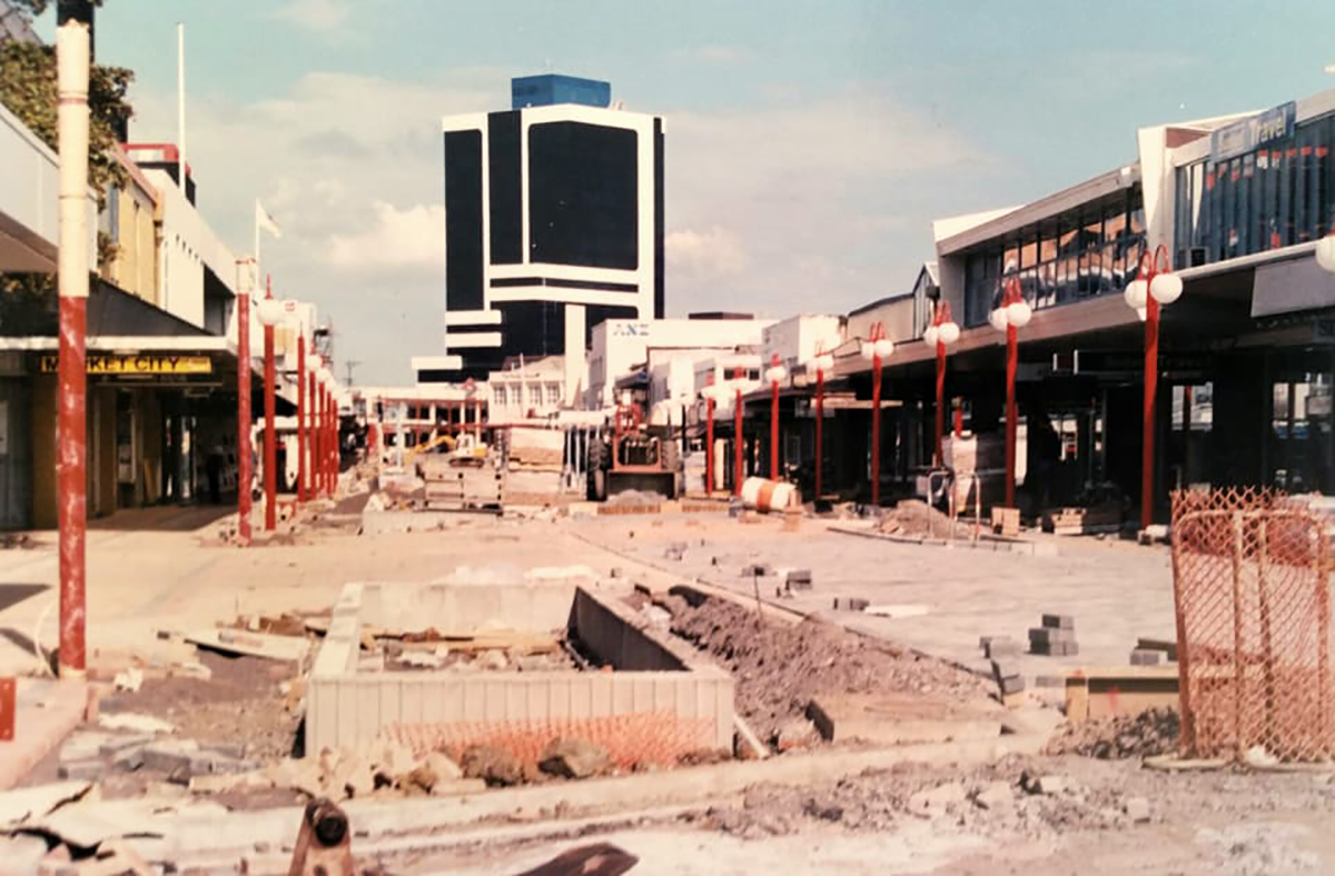 Hurstmere Road upgrade 1990-91. Image credit: Wayne Ward.