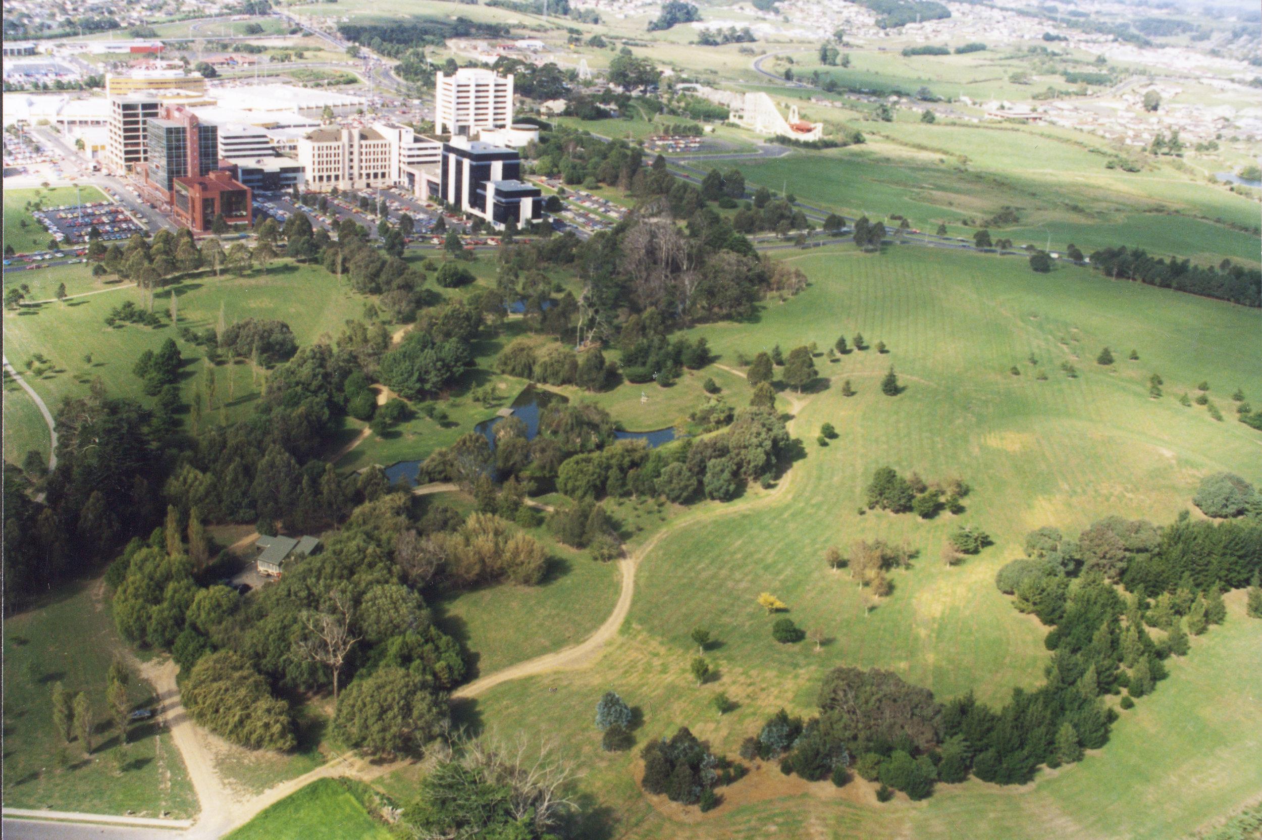 Hayman Park, Manukau City Centre, ca 1994. Creator: Reyland, Eileen Date: ca 1994 Footprints 02890