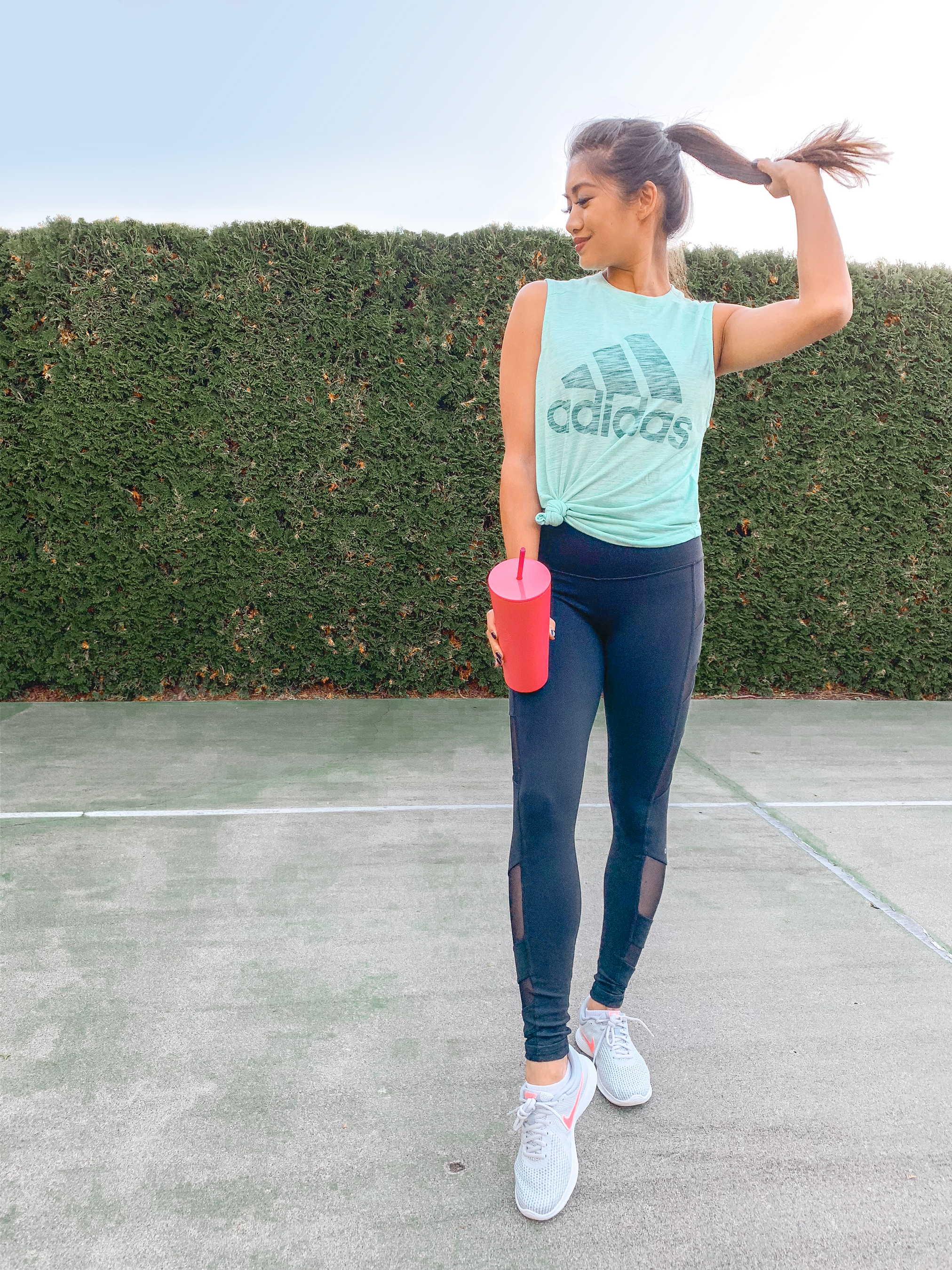 Fitness-outfit-tenis-court.jpg