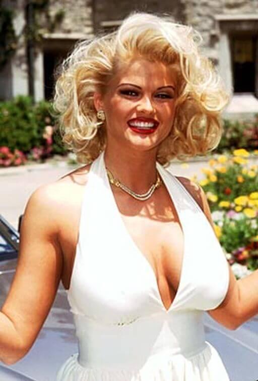 Anna Nicole Smith   Jose Hess necklace 3.jpg