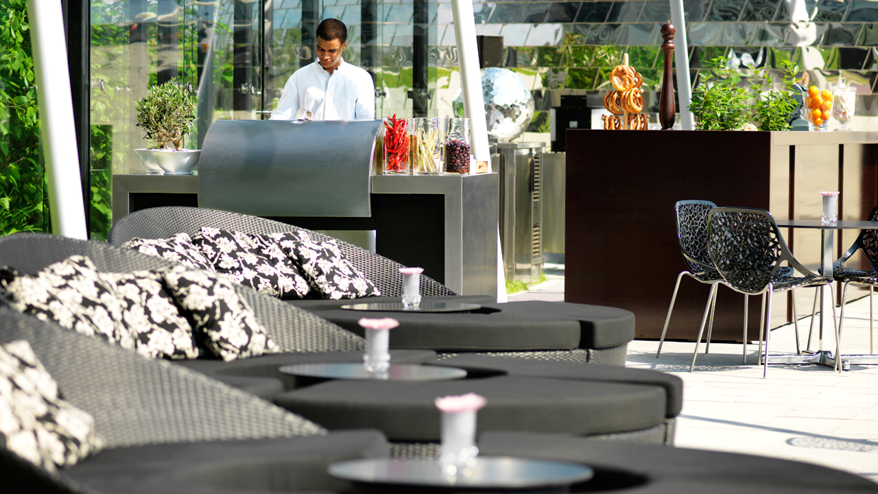 DUSSE_P171_Pebbles_terrace_lounge_49683_1280x720.jpg