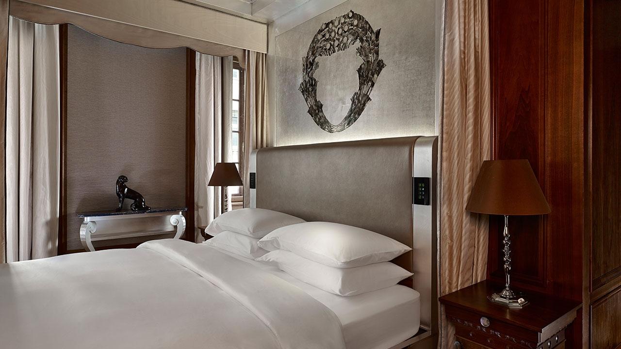 Park-Hyatt-Vienna-P111-Presidential-Suite-Bedroom-1280x720.jpg