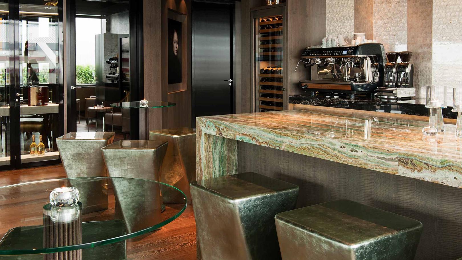 Lounge-3.jpg