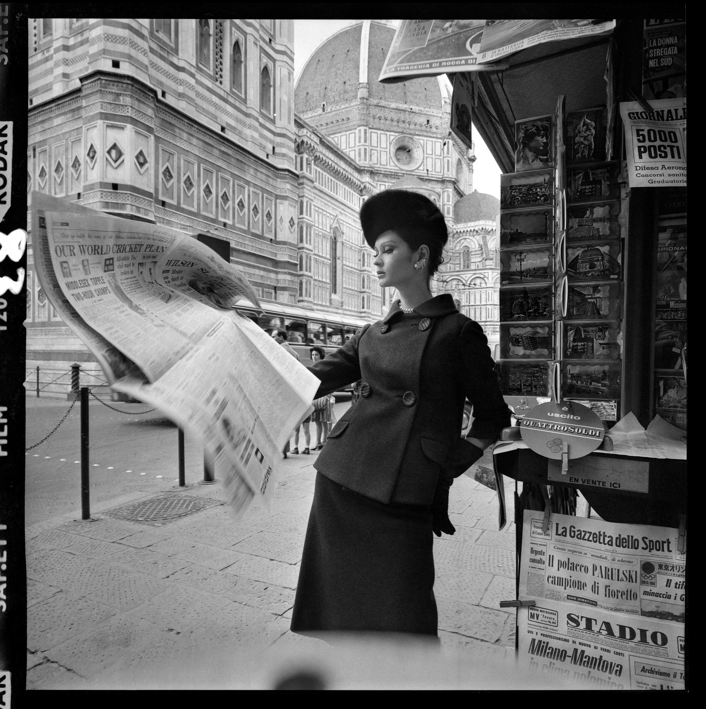 Fashion Shoot, Florence for Vogue Magazine, 1962 (newspaper stand)