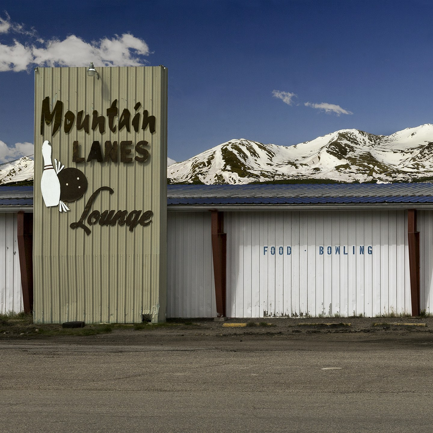 Mountain Lanes Lounge, Colorado, 2017 from the 'Indifferent West' Series