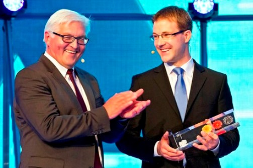 - During a ceremonious event the SPD faction leader, Dr. Frank-Walter Steinmeier, handed over the award