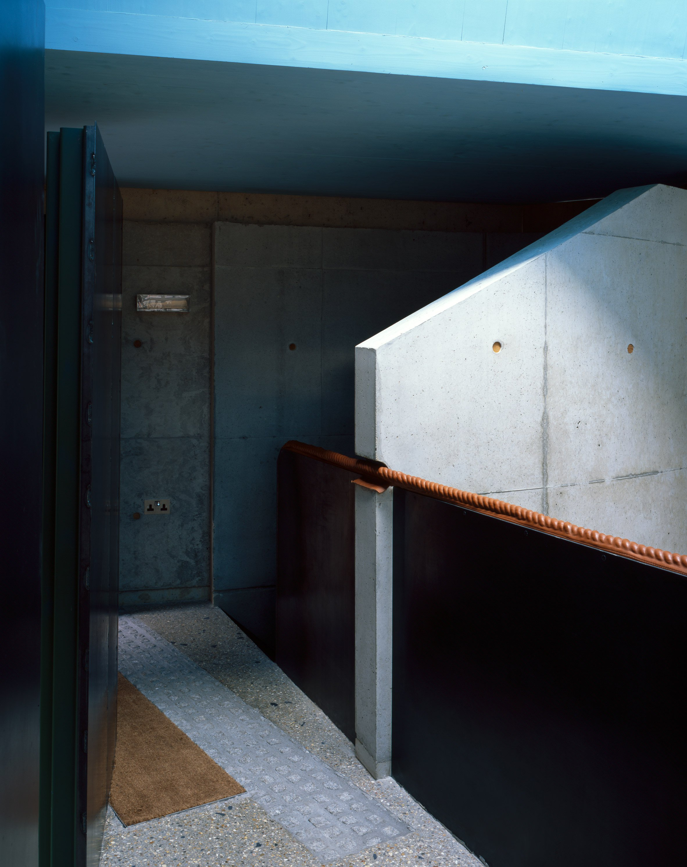 walmer-yard-architecture-residential-peter-salter-uk_dezeen_2364_col_4.jpg